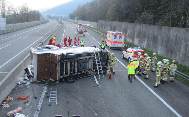 Een beeld van vlak na de crash: de mobilhome van de familie Cordens werd omver geramd.