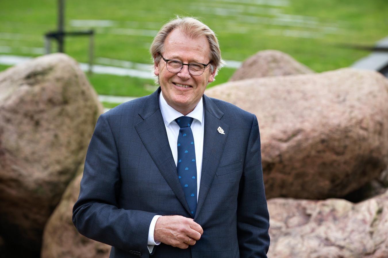 Jaap Smit, Commissaris van de Koning in Zuid-Holland, besloot pas dat er een waarnemer komt in Barendrecht. De opvolger van Jan van Belzen, diemet pensioen gaat, moet ook de bestuurlijke rust zien terug te brengen.