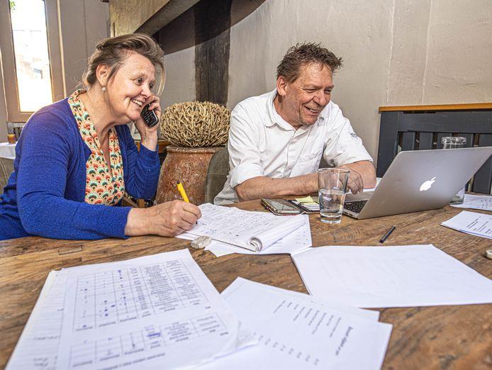 De telefoon staat roodgloeiend bij Sonja Kloppers en Paul Stegeman van 't Pestengasthuis in Zwolle, dat vanaf zaterdag binnen weer gasten mag verwelkomen.