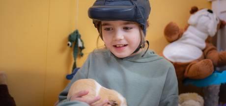 Isa (8) heeft 300 tot 500 epileptische aanvallen per dag: 'Ze kan geen kind zijn'