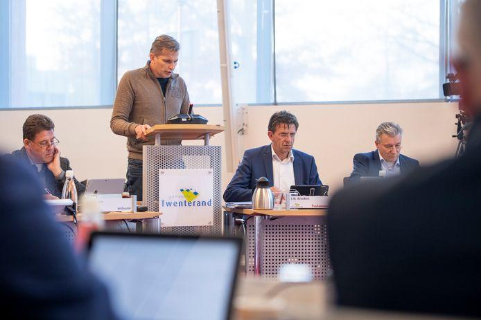 Marcus Elzinga van GemeenteBelangen Twenterand betichtte de gemeente Almelo van NSB-praktijken.