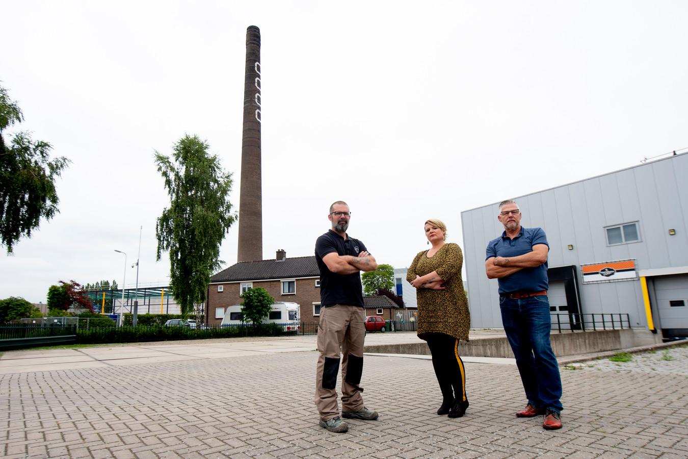 De buren die in 2019 een handtekeningenactie begonnen voor behoud van de Deventer 'knuffelpijp'.