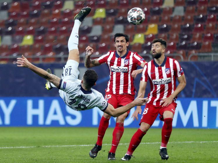 Giroud doet Atlético pijn met prachtige omhaal