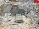 Beeld van de opgravingen van één van de graven bij het Oude Raadhuis in Oud-Beijerland