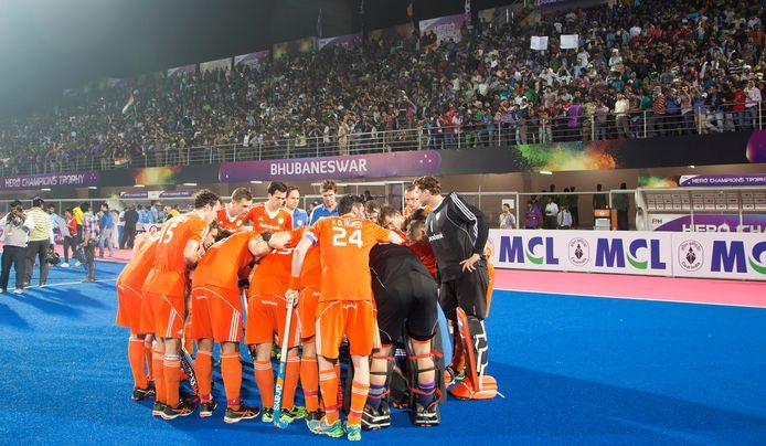 Het Nederlands hockeyteam in de wedstrijd tegen India tijdens de Champions Trophy in India. Rechts Jaap Stockmann.