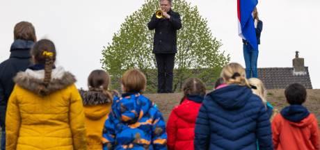 Vughtse jeugd herdenkt oorlogsslachtoffers op eigen en stemmige wijze