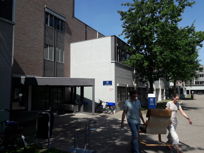 Het Prismagebouw op de Tilburgse universiteitscampus wordt omgebouwd tot woonruimtes voor buitenlandse studenten.