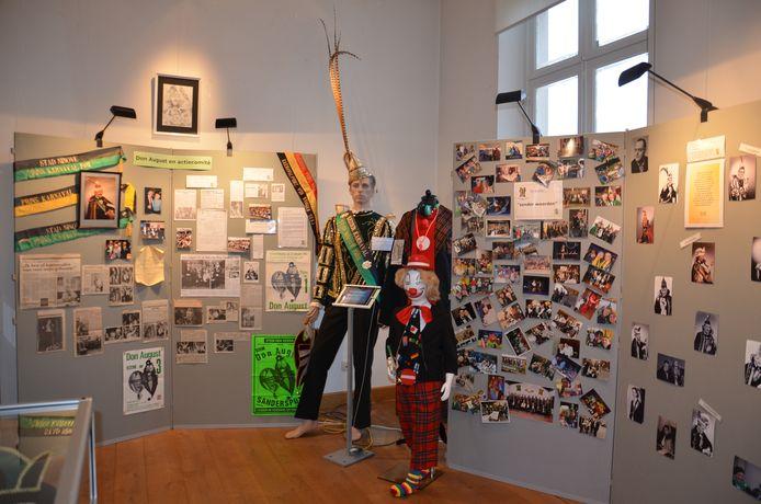 De tentoonstelling over 22 jaar Don Augustprijs in het oud stadhuis.