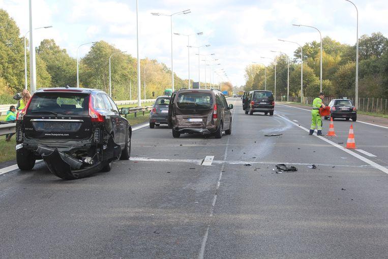 Bij het ongeval raakten alles samen vijf auto's betrokken