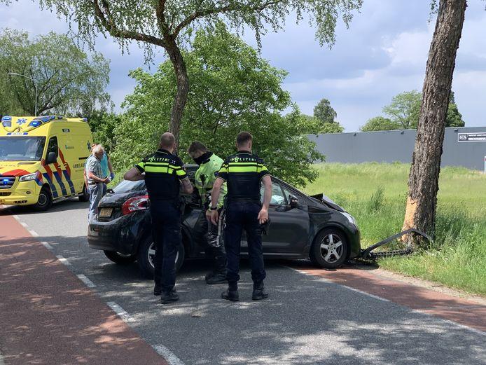 Een automobiliste is gewond geraakt bij een eenzijdig ongeluk op de Berkenlaan in Silvolde.