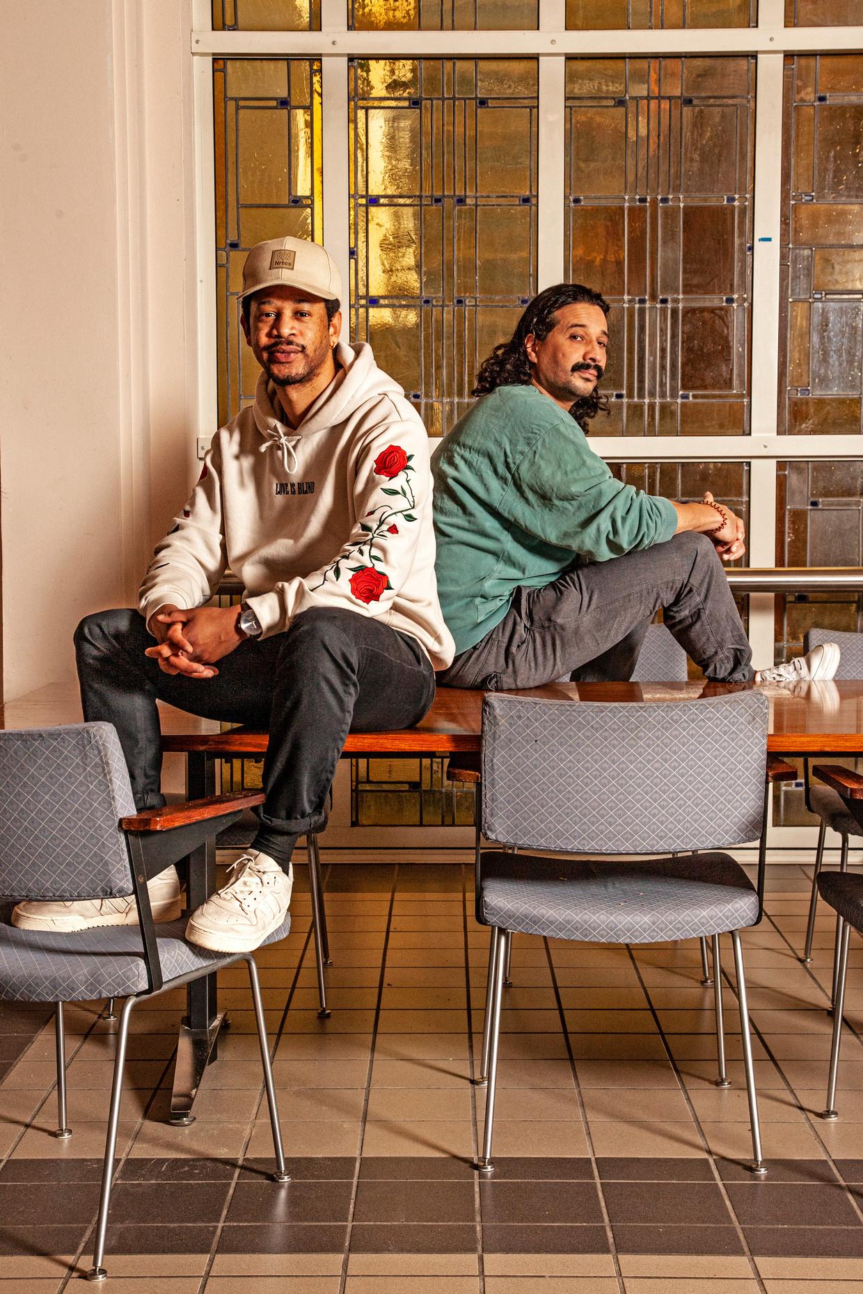 Ashar Medina (links) en Gonzalo Fernandez, makers van het stripboek 'De neukpiet, of: hoe ik mijn ware zelf vond en per ongeluk een rassenoorlog ontketende'. Beeld Ernst Coppejans