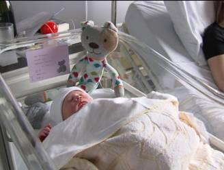 Regering wil moeders sneller naar huis na bevalling