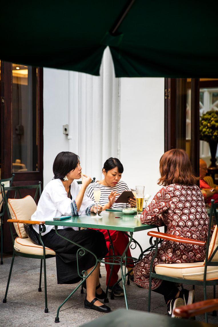 Gasten van het hotel. Beeld Marie Wanders