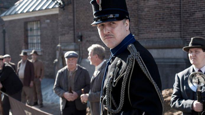 In de verfilming van 'De Bende van Oss' speelde Daan Schuurmans de gehate wachtmeester Hoekman. De komende maanden wordt bepaald wie deze rol op het toneel krijgt.