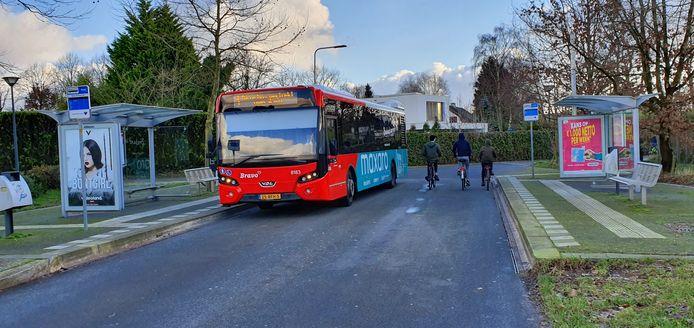De bushalte vlakbij de Bavelse Leij. Bewoners van die doodlopende straat zijn tegen de komst van een toilet voor buschauffeurs, al bleek tijdens een hoorzitting dinsdag dat er mogelijk een oplossing voor de kwestie in de maak is.