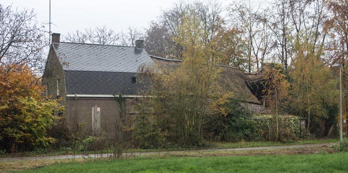 Op Hoppenbrouwers 21 in Valkenswaaard, waar voorheen deze boerderij stond, zijn plannen voor de bouw van 8 woningen.