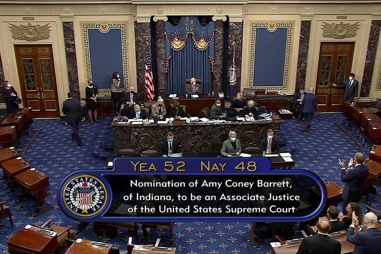 De Senaat stemde gisteren nog voor de aanstelling van Amy Coney Barrett als nieuwe rechter bij het Hooggerechtshof. Beeld via REUTERS
