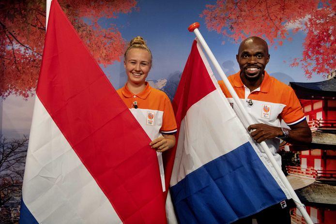 Skateboardster Keet Oldenbeuving en sprinter Churandy Martina zijn de vlaggendragers op de de Olympische Spelen.