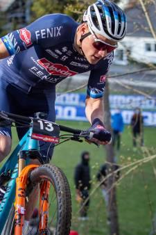 Van der Poel en de mountainbike: het is meteen weer raak