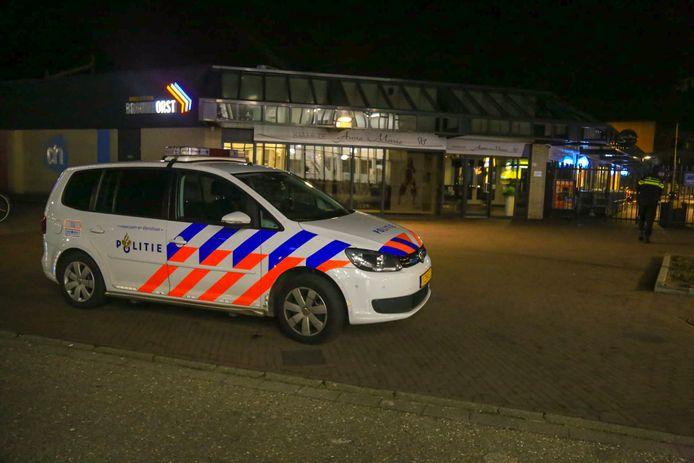 Na de overval op een AH bestelden de daders een bezorgpizza. De politie luisterde stiekem mee en wist zo waar ze zaten.