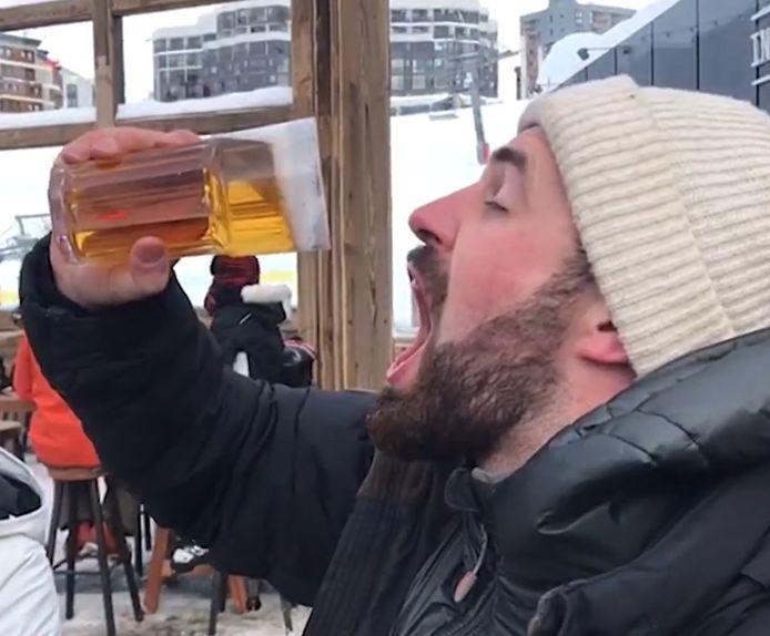 Alors que Jordan Earnshaw dégustait une bière à Tignes, en France, sa pinte a légèrement gelé.