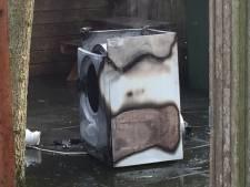 Droger vliegt in brand in Gouda, brandweer redt schuurtje