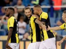 Vitesse bewijst Curovic laatste eer met riante zege op PEC Zwolle