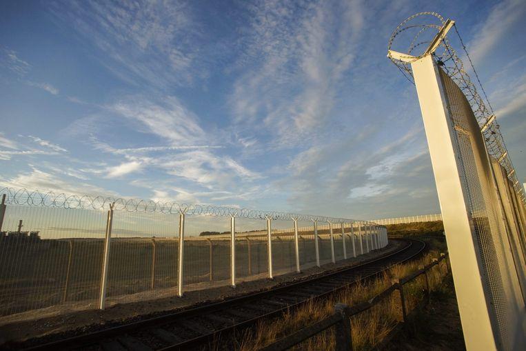 Hekken om de kanaaltunnel nabij Calais. Beeld epa