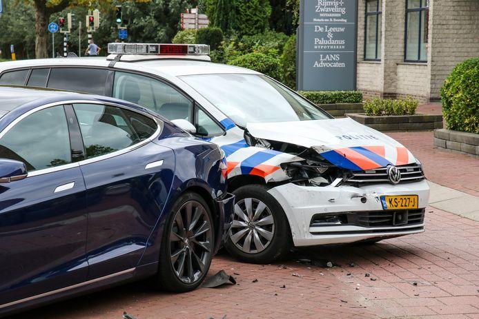 Beide voertuigen zijn beschadigd.