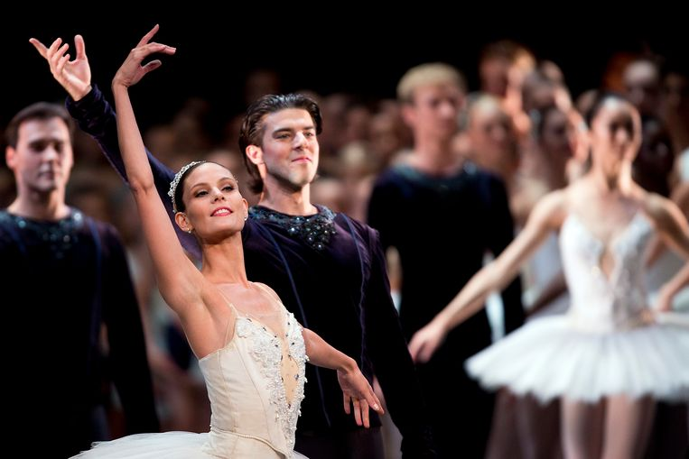 Igone de Jongh op het podium bij Het Nationale Ballet.  Beeld ANP