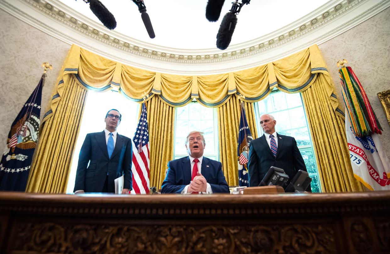 President Trump kondigt de nieuwe sancties aan tegen Iran.  Beeld EPA