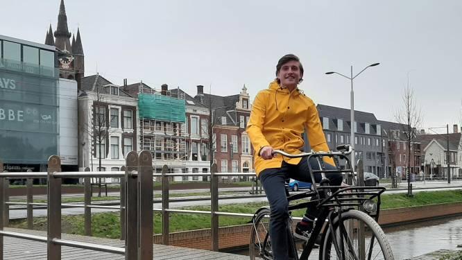 Berend gebruikt zijn fiets voor het vervoeren van fusten en huisgenoten