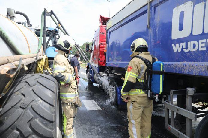 In een vrachtwagen in Eemnes ontstond woensdagmiddag brand.