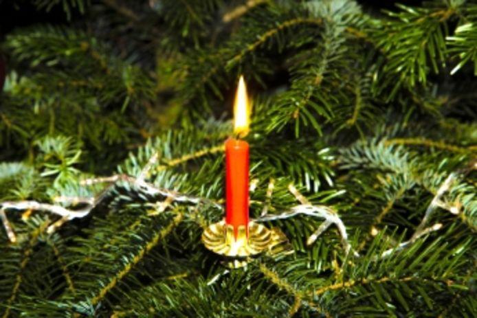 Plaats geen echte kaarsen in je kerstboom