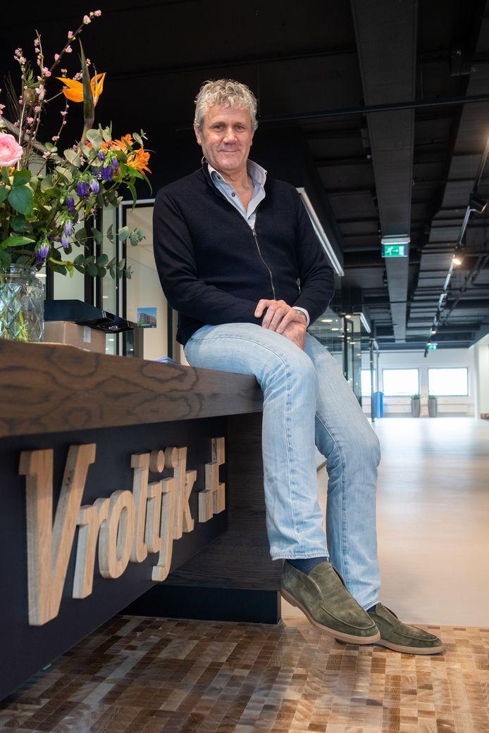 Directeur Karel Vrolijk bij de receptie van zijn nieuwe kantoorpand aan de Edisonstraat in Breda.