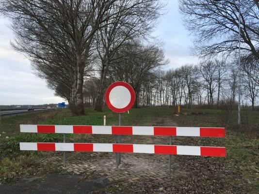 Schrikhek voor de voormalige oprit van verzorgingsplaats 't Vaerland.
