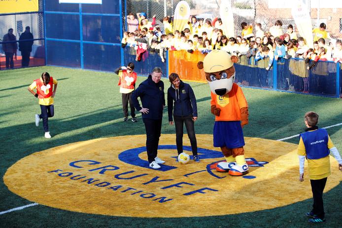Bondscoach Ronald Koeman opent zijn eigen Cruyff Court vlak bij Barcelona.