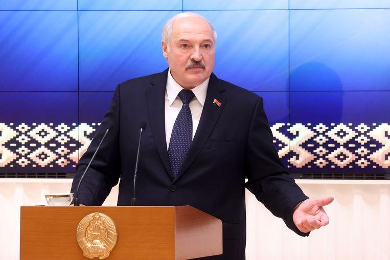 De Wit-Russische president Aleksandr Loekasjenko tijdens een ontmoeting met functionarissen op 23 juli. Beeld AP