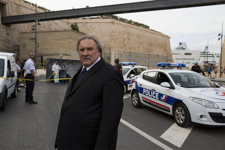 Gérard Depardieu kruipt in de rol van de burgemeester van Marseille. Beeld Netflix