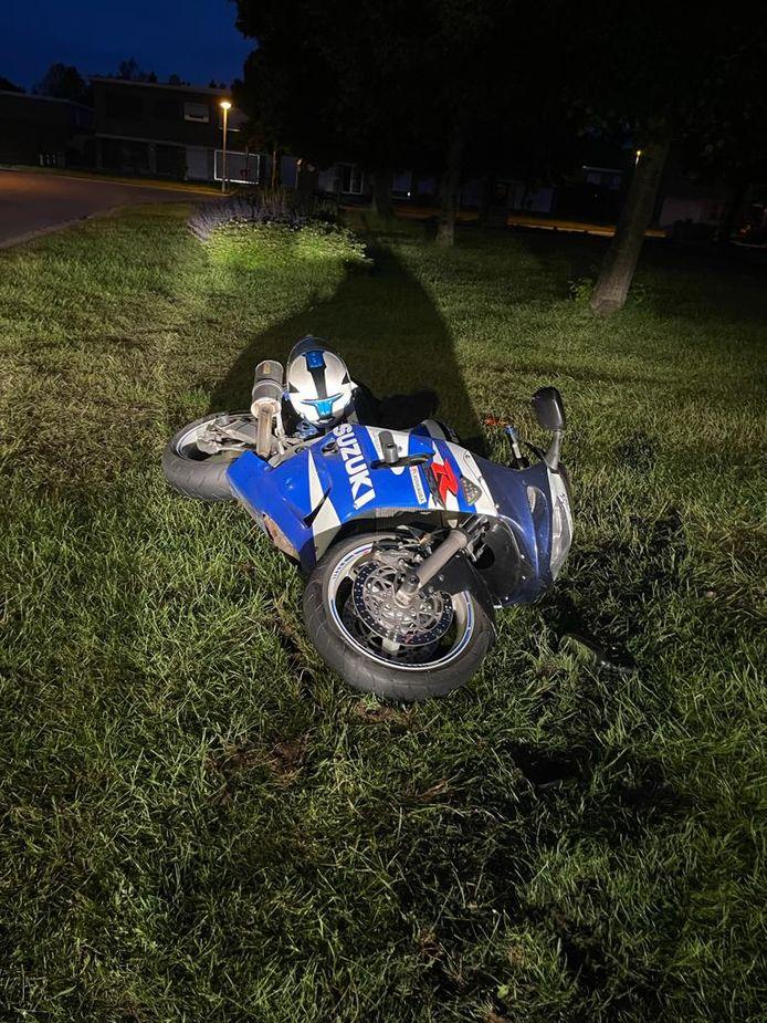 De motorrijder kwam ten val nadat hij in een grasberm terechtgekomen was.