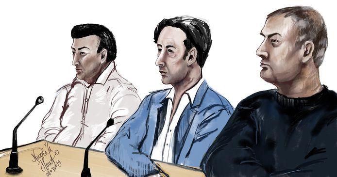 De drie veroordeelde broers in de rechtbank