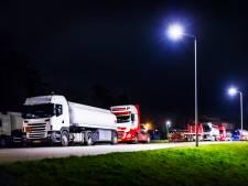 Voorlopig nog geen einde aan truckcamping op Lindtsedijk