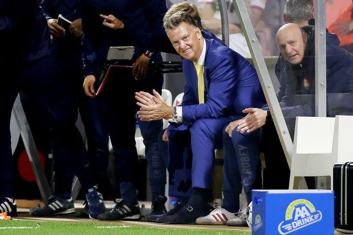 Louis van Gaal op de bank.