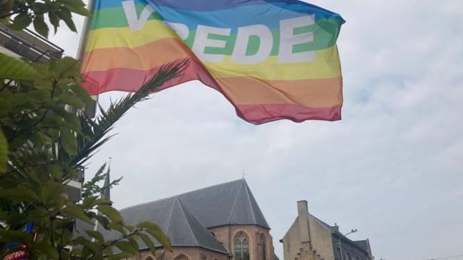 Roeselare laat vredesvlag wapperen voor kernwapenvrije wereld