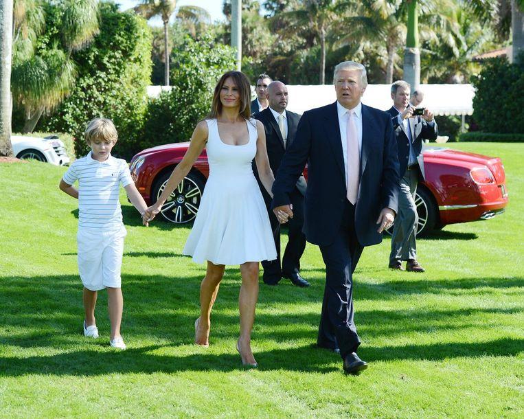 Donald Trump, Barron Trump en Melanie Trump op de Trump Invitational Grand Prix in de Club Mar-a-Lago in Palm Beach, Florida in 2013. Beeld photo_news