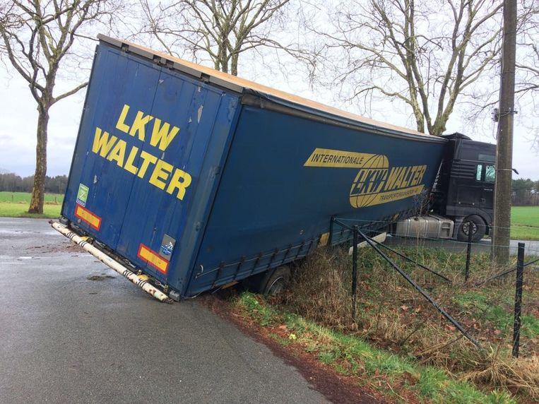 Op 10 januari 2018 kwam in dezelfde bocht ook al eens een truck in moeilijkheden