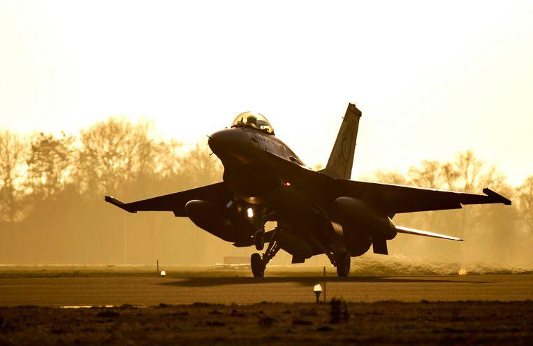 Een F-16 keert terug van een missie in het Midden-Oosten. Beeld ANP
