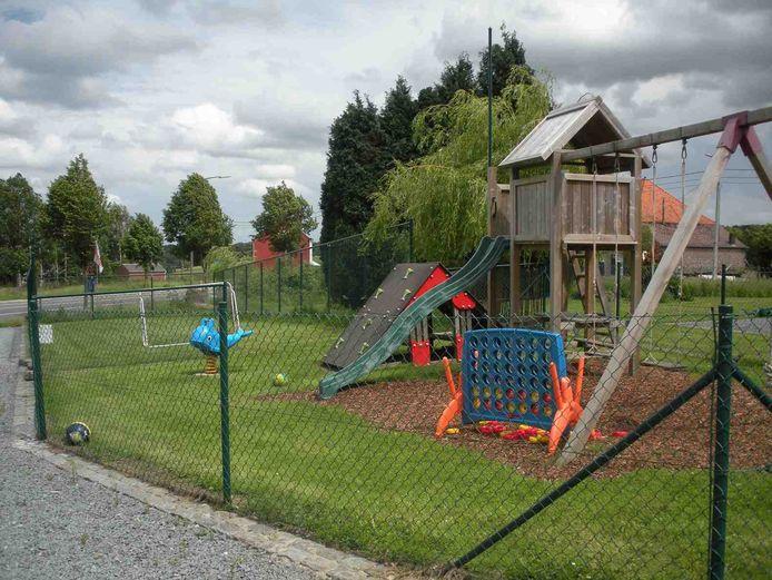 Op een omheind stuk van de tuin achter 't Konijntje kan je kroost volop ravotten.