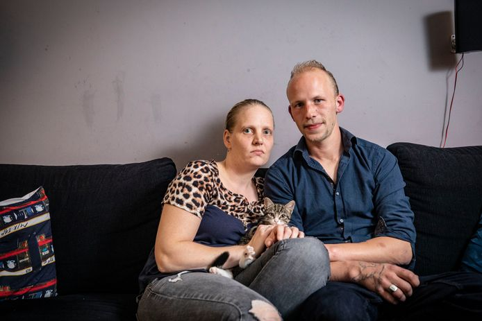 """Hendriëtte Tieman en haar partner René Rekers hebben in één week twee buurvrouwen verloren die werden vermoord, aan de Zonnebloemstraat en aan de Steynstraat. """"Hoe kunnen we onze kinderen beschermen tegen de impact die dit heeft?"""""""