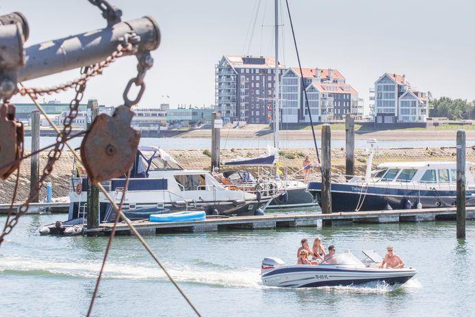 De Willem-Alexanderhaven met op de achtergrond de flats van De Zaete. Van alle mooie beloftes rond het project is maar weinig terecht gekomen.